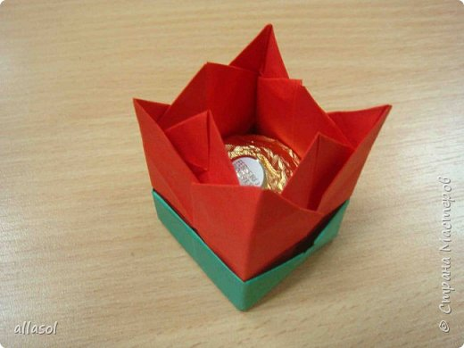 """Эти тюльпаны (коробочки для тюльпана) делала по книге С.Соколовой """"Бумажные цветы, букеты, кусудамы.""""  фото 2"""