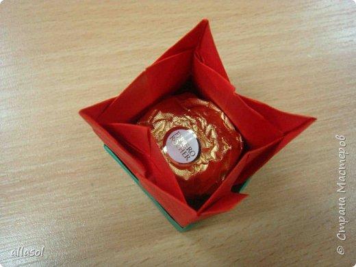 """Эти тюльпаны (коробочки для тюльпана) делала по книге С.Соколовой """"Бумажные цветы, букеты, кусудамы.""""  фото 3"""