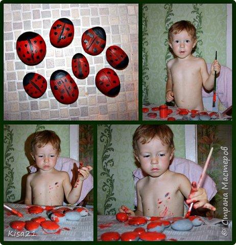 Немного похвастаюсь работами моего сына, ему еще нет 3 лет, но иногда уже тоже любит творить. Это последняя его работа. Сделал вазу с цветами на день рождение для дедушки. Вазу сделал из обрезков бумаги, приклеивая кусочки. Обвели его ладошки, я вырезала, а Илья старательно их приклеивал. фото 4