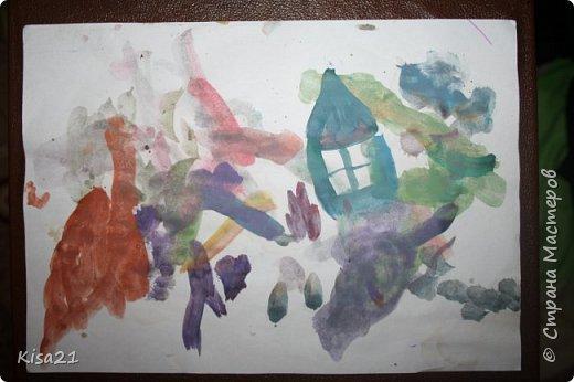 Немного похвастаюсь работами моего сына, ему еще нет 3 лет, но иногда уже тоже любит творить. Это последняя его работа. Сделал вазу с цветами на день рождение для дедушки. Вазу сделал из обрезков бумаги, приклеивая кусочки. Обвели его ладошки, я вырезала, а Илья старательно их приклеивал. фото 6