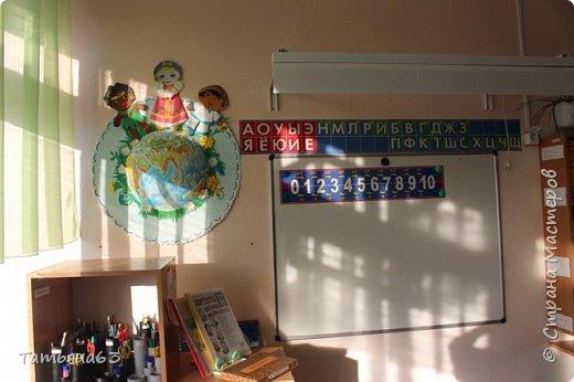 Здравствуйте, дорогие мои соседи!  Вот опять позвали в дет. садик оформлять и я конечно с радостью согласилась! Обычно  у детей интересуюсь, что хотели бы они увидеть на стене(направляю конечно мысли их). Большинство подготовишек проголосовало за мультик про Лунтика.  Это игровая зона, именно дом... фото 7