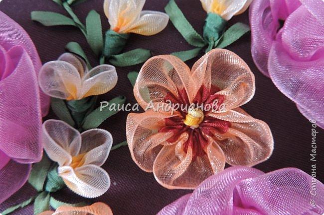 Двухцветные цветы. Понадобится: органза (ширина 2см и 0,5см), лента атласная или шелковая(ширина 1см), нитки фото 8