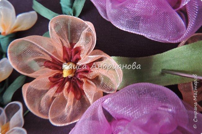 Двухцветные цветы. Понадобится: органза (ширина 2см и 0,5см), лента атласная или шелковая(ширина 1см), нитки фото 9
