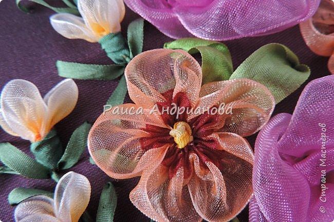 Двухцветные цветы. Понадобится: органза (ширина 2см и 0,5см), лента атласная или шелковая(ширина 1см), нитки фото 10