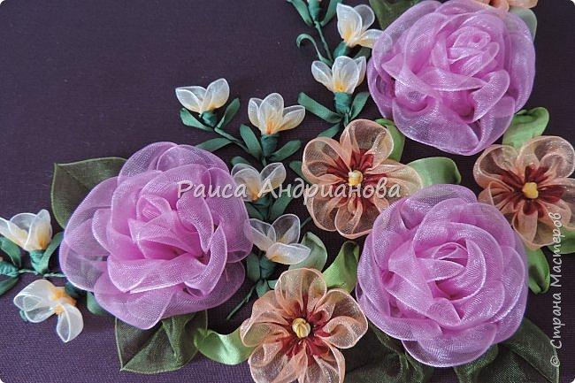 Двухцветные цветы.  Понадобится: органза (ширина 2см и 0,5см), лента атласная или шелковая(ширина 1см), нитки фото 11