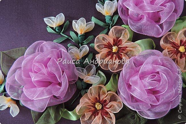 Двухцветные цветы.  Понадобится: органза (ширина 2см и 0,5см), лента атласная или шелковая(ширина 1см), нитки фото 1