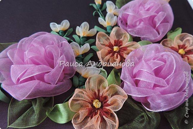 Двухцветные цветы.  Понадобится: органза (ширина 2см и 0,5см), лента атласная или шелковая(ширина 1см), нитки фото 12