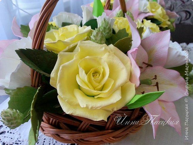 """Вот такая весна у меня, хотя за окном идет снежок... Лилии, розы, белый мак и хмель """"собрались"""" у меня в корзинки. фото 3"""
