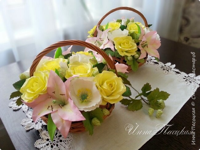 """Вот такая весна у меня, хотя за окном идет снежок... Лилии, розы, белый мак и хмель """"собрались"""" у меня в корзинки. фото 1"""