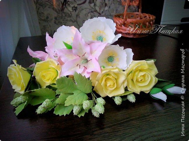 """Вот такая весна у меня, хотя за окном идет снежок... Лилии, розы, белый мак и хмель """"собрались"""" у меня в корзинки. фото 2"""