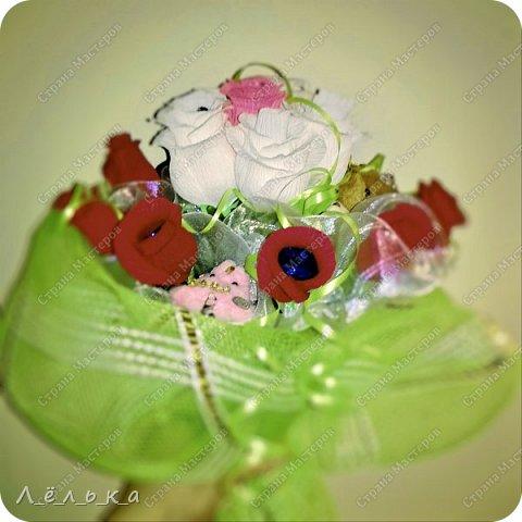 Захотелось поделиться с вами своими гофрированными цветами с конфетами.  Корзинка со сладким букетиком подарок на день варения))) фото 7