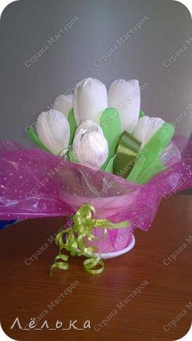Захотелось поделиться с вами своими гофрированными цветами с конфетами.  Корзинка со сладким букетиком подарок на день варения))) фото 8
