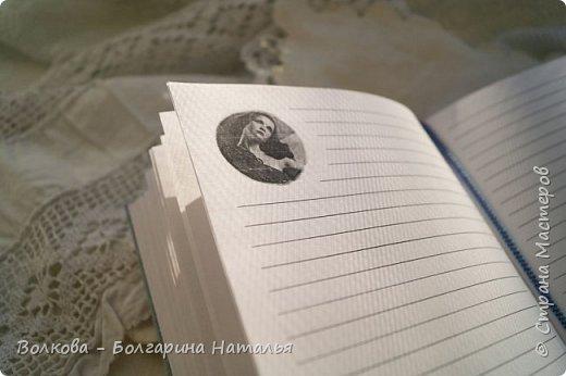 Всем привет! Болею блокнотами с застёжкой на пуговице:) ...и да, ещё отшивкой ручной по краю блокнота. И с каждым стежком визуализирую процесс, как я шью на швейной машинке, которую намереваюсь приобрести:)))) фото 10