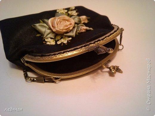 Мое новое увлечение косметички на фермуарах! Это косметичка-сумочка темно-синего цвета  с ручкой цепочкой 40см, Сама косметичка 22 на 14см. без донышка, Рядом попытка создать брошь! фото 3