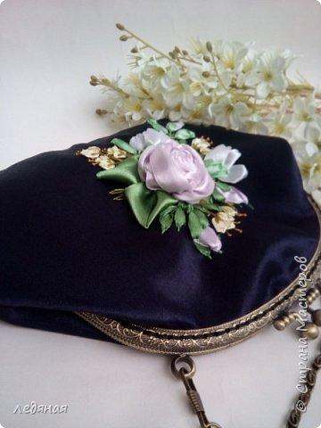 Мое новое увлечение косметички на фермуарах! Это косметичка-сумочка темно-синего цвета  с ручкой цепочкой 40см, Сама косметичка 22 на 14см. без донышка, Рядом попытка создать брошь! фото 5