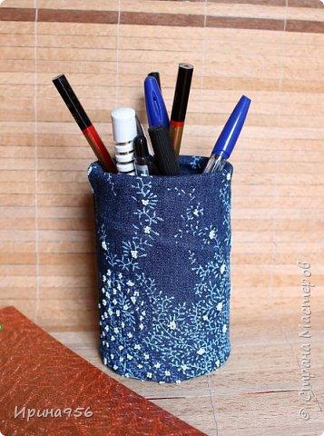 Картонная коробка обклеена лоскутами от старых джинсов: фото 22