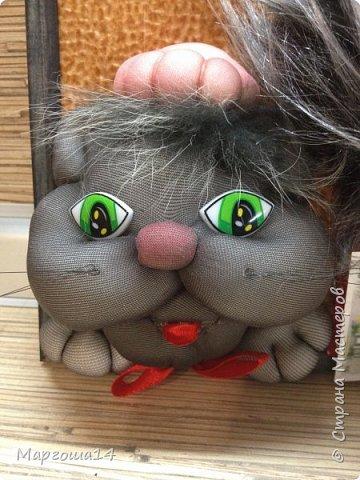 """Изготовила панно """"Домовой и кот"""". Рамочка небольшая 14 см на 22 см. Вот такие друзья домовой с котом)))  фото 3"""