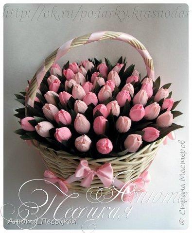 """""""Очарование весны"""" Итак моя первая объемная работа, корзина тюльпанов из конфет на 8 марта, заказали для директора музыкальной школы, около 4 коробок конфет рафаэлло.  фото 1"""