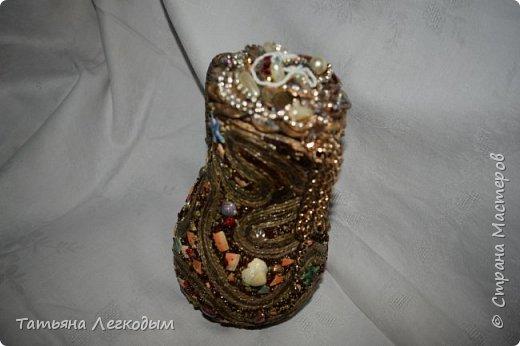 В оформлении  бутылок   были использованы джут,  галька, декоративные камни,ракушки,крупа.  Пробку делала из соленого теста. фото 4