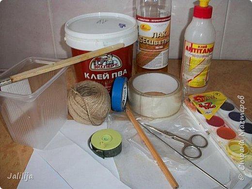 Уважаемые жители и гости Страны мастеров!  Продолжая украшать кухню захотелось сделать маленький чайник. Заглянула в интернет, чайников не нашла. Кроме одной творческой работы школьницы (http://www.metod-kopilka.ru/tvorcheskiy_proekt_quotchaynyy_naborquot-39009.htm), но, к сожалению, в работе нет отдельных фотографий чайника. Всё есть на сайтах интернета, даже самовары. Наверное, я не там искала. Решила сотворить чайник сама и другим показать, как его сделать.  В нас, в учителях, даже если мы уже на пенсии, всё равно живёт дух учителя - желание научить, желание помочь. Нравится такой вот чайничек? Давайте сделаем! фото 2