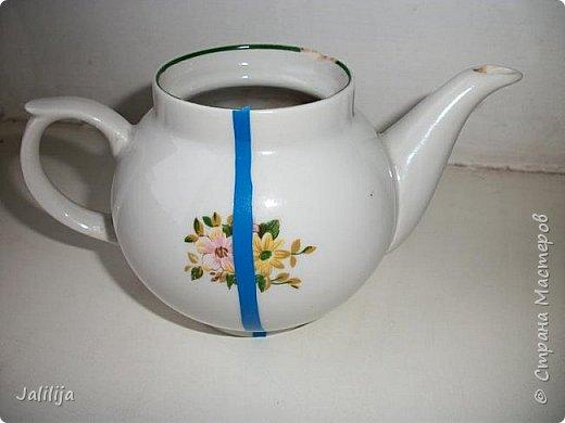 Уважаемые жители и гости Страны мастеров!  Продолжая украшать кухню захотелось сделать маленький чайник. Заглянула в интернет, чайников не нашла. Кроме одной творческой работы школьницы (http://www.metod-kopilka.ru/tvorcheskiy_proekt_quotchaynyy_naborquot-39009.htm), но, к сожалению, в работе нет отдельных фотографий чайника. Всё есть на сайтах интернета, даже самовары. Наверное, я не там искала. Решила сотворить чайник сама и другим показать, как его сделать.  В нас, в учителях, даже если мы уже на пенсии, всё равно живёт дух учителя - желание научить, желание помочь. Нравится такой вот чайничек? Давайте сделаем! фото 4