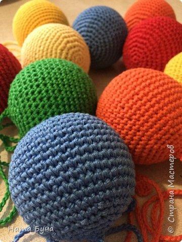 Обвязанные шары для сада! Такими шарами детки учатся обматывать нить вокруг шара вперед и назад!!! фото 2
