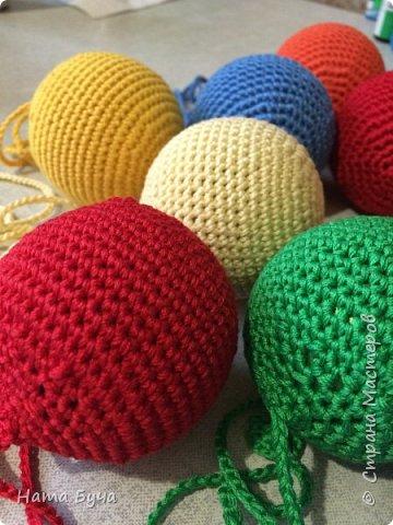 Обвязанные шары для сада! Такими шарами детки учатся обматывать нить вокруг шара вперед и назад!!! фото 3