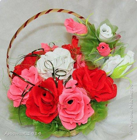 """Сладкая корзинка с розами. всего 15 штук, конфетка """"Марсианка"""" фото 1"""