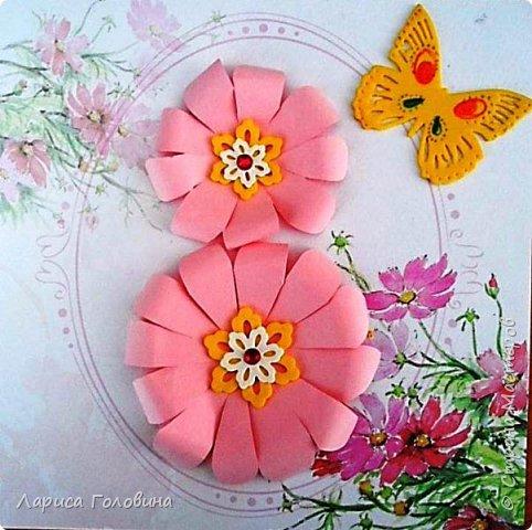 Делали на внеурочке подарки к 8 марта. Работа Данила. Розы в технике оригами по книге Елены Ступак. Верхний слой картона приподнят на объёмный скотч. фото 2