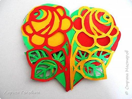 Делали на внеурочке подарки к 8 марта. Работа Данила. Розы в технике оригами по книге Елены Ступак. Верхний слой картона приподнят на объёмный скотч. фото 7