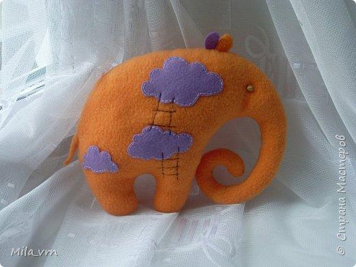 """Почему-то захотелось назвать эту игрушку именно так... ведь он всегда """"в облаках"""")) А оранжевый цвет, говорят, заряжает энергией - очень полезно сейчас. Так что, думаю, абсолютно позитивный слоник)))))))  фото 1"""