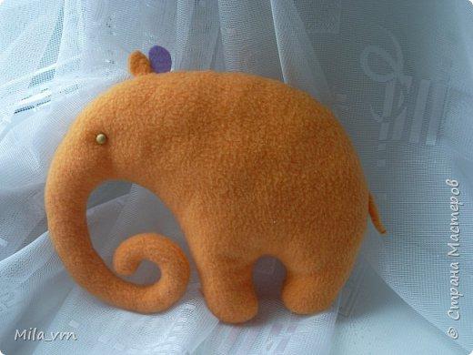 """Почему-то захотелось назвать эту игрушку именно так... ведь он всегда """"в облаках"""")) А оранжевый цвет, говорят, заряжает энергией - очень полезно сейчас. Так что, думаю, абсолютно позитивный слоник)))))))  фото 2"""