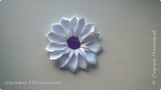 Попытаюсь я показать,как делала цветок канзаши на повязку) фото 7