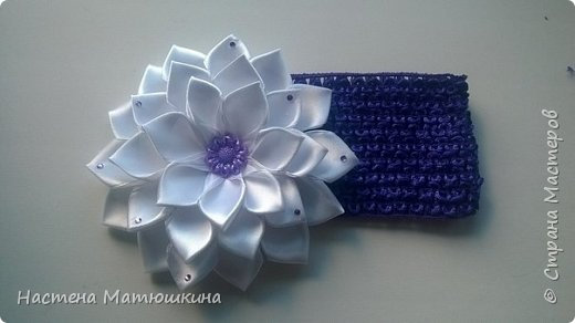 Попытаюсь я показать,как делала цветок канзаши на повязку) фото 1