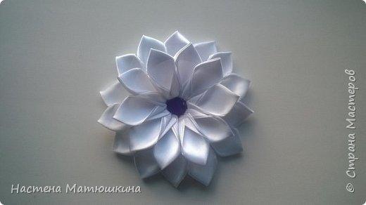 Попытаюсь я показать,как делала цветок канзаши на повязку) фото 8