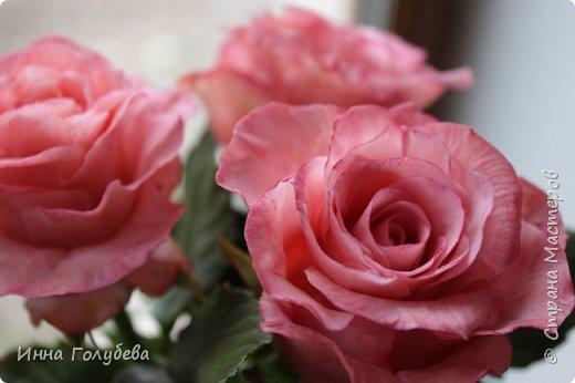 Девочки,и опять я с розами) Надеюсь,вы еще от них не устали.Я,например,уже немного устала,но мои заказы идут в такой последовательности: розы,розы,розы,какие-то другие цветы или композиция и снова розы,розы....Нет,вы не подумайте,я не жалуюсь) Значит буду набирать опыт и навыки на розах) Желаю приятного просмотра) фото 7