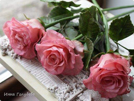 Девочки,и опять я с розами) Надеюсь,вы еще от них не устали.Я,например,уже немного устала,но мои заказы идут в такой последовательности: розы,розы,розы,какие-то другие цветы или композиция и снова розы,розы....Нет,вы не подумайте,я не жалуюсь) Значит буду набирать опыт и навыки на розах) Желаю приятного просмотра) фото 4