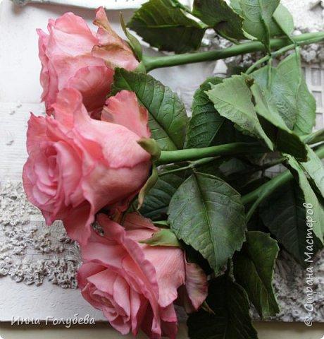 Девочки,и опять я с розами) Надеюсь,вы еще от них не устали.Я,например,уже немного устала,но мои заказы идут в такой последовательности: розы,розы,розы,какие-то другие цветы или композиция и снова розы,розы....Нет,вы не подумайте,я не жалуюсь) Значит буду набирать опыт и навыки на розах) Желаю приятного просмотра) фото 13