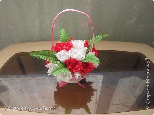 Корзинка с розами из гофрированной бумаги) фото 1