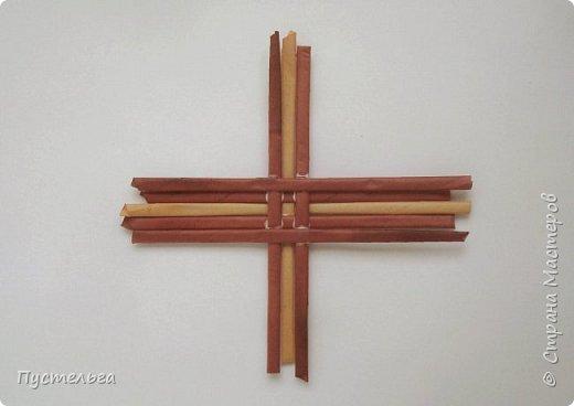Вариант простой поделки к Пасхе из газетных трубочек. фото 12