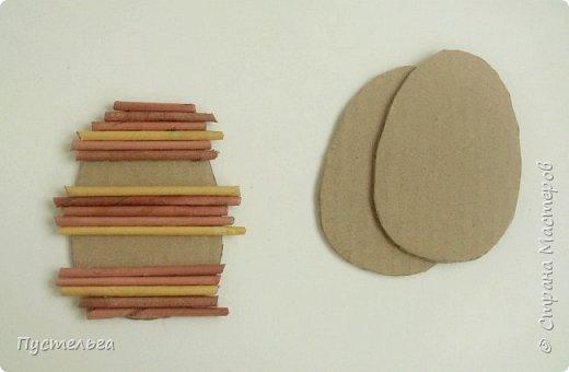 Вариант простой поделки к Пасхе из газетных трубочек. фото 2