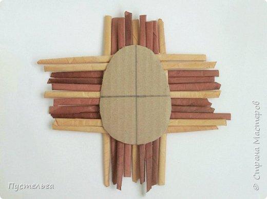 Вариант простой поделки к Пасхе из газетных трубочек. фото 20