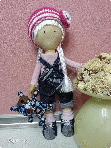 Моя первая куколка, пробная. По типу куклы Снежки или тильды. Даже не знаю)) нашла выкройку в интернете) и вот на ваш суд. Очень рада буду комментариям) фото 2