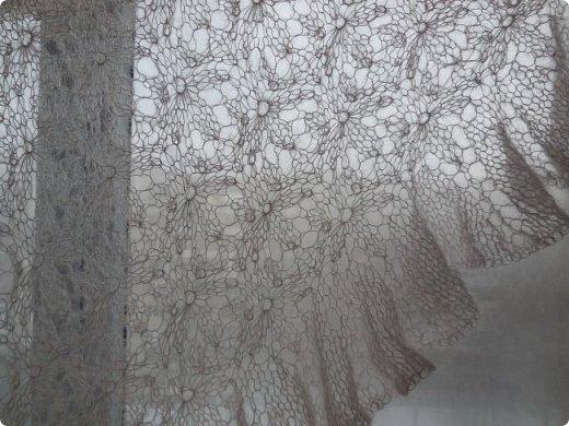 """Шаль """" Цветочное эхо""""  с каймой - воланом.  Я назвала ее """" Зефир""""  - нежная, легкая, невесомая... фото 3"""
