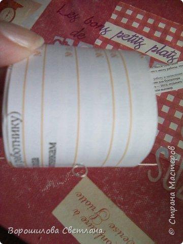 Материалы:бумага журнальная,ПВА,соленое тесто,холодный фарфор,проволока,стразы,пуговица рельефная,гуашь,контуры объемные,лак. фото 5