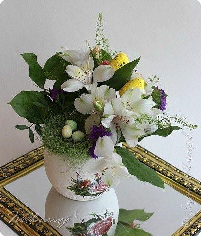 """1.""""Гнёздышко весеннее"""" Состав: керам.кашпо, флор.губка (оазис), сизаль, пенопластовые яйца. Цветы и зелень: альстромерия, кустовая роза, статица, салал, фисташка, пастушья сумка.  фото 1"""