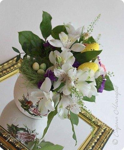 """1.""""Гнёздышко весеннее"""" Состав: керам.кашпо, флор.губка (оазис), сизаль, пенопластовые яйца. Цветы и зелень: альстромерия, кустовая роза, статица, салал, фисташка, пастушья сумка.  фото 2"""