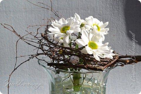 """1.""""Гнёздышко весеннее"""" Состав: керам.кашпо, флор.губка (оазис), сизаль, пенопластовые яйца. Цветы и зелень: альстромерия, кустовая роза, статица, салал, фисташка, пастушья сумка.  фото 14"""