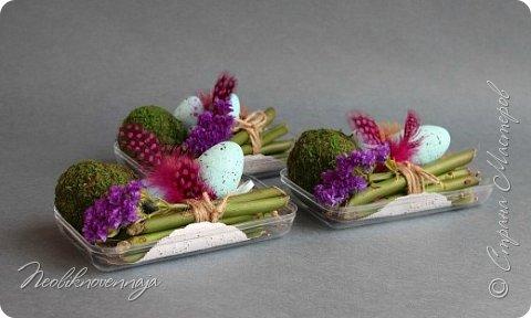 """1.""""Гнёздышко весеннее"""" Состав: керам.кашпо, флор.губка (оазис), сизаль, пенопластовые яйца. Цветы и зелень: альстромерия, кустовая роза, статица, салал, фисташка, пастушья сумка.  фото 16"""