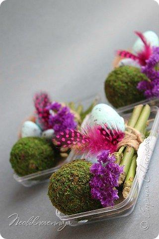 """1.""""Гнёздышко весеннее"""" Состав: керам.кашпо, флор.губка (оазис), сизаль, пенопластовые яйца. Цветы и зелень: альстромерия, кустовая роза, статица, салал, фисташка, пастушья сумка.  фото 17"""